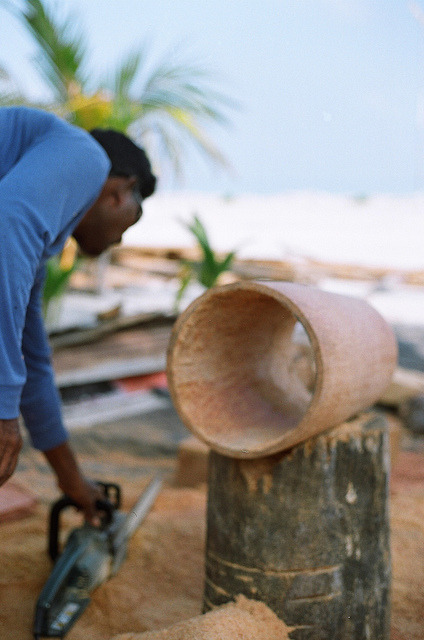 faafu/dhaalu on Flickr.making the Boduberu