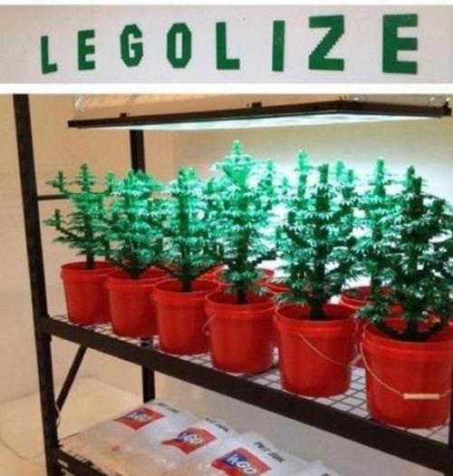 awesome-pot-head:  LEGOlize it.  need more weed?