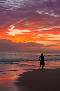 "llbwwb:   Surfer dude on Hawaiian beach at sunset (by IronRodArt - Royce Bair (""Star Shooter""))"