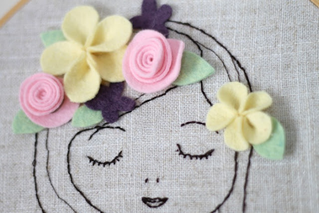 Embroidered Portrait With Felt Flowers | Sugar Bee Crafts I'm all about hand sewing at the moment so whenever I see a great project I'm all over it! I love sewing projects for friends and family and I think that my niece would love this, especially with the little felt flowers. Very sweet and girly - a perfect fit for her room!
