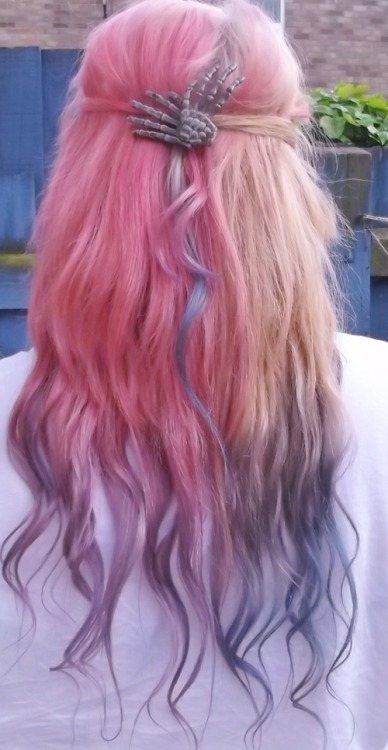 girlyplugs:  Awesome Hair on We Heart It. http://weheartit.com/entry/45921733/via/DDuky