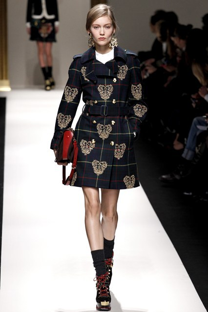 bleu-par-chanel:   bleu-par-chanel: Moschino Fall Winter 2013-2014 Trend: British Royalty