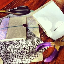 Venice: Come to #craft night tomorrow @ 7pm. We're making #diy notebooks. #abbotkinney #toms #newfriday #venice @cremedelacraft  (at TOMS Flagship)