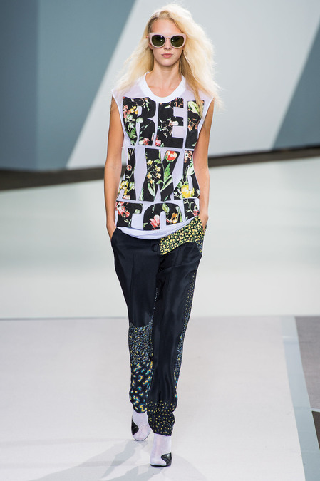 Love this Phillip Lim Floral printed word t-shirt? This DIY from SwellMayde shows you how to make your own. Cute, Contemporary and perfect for spring!