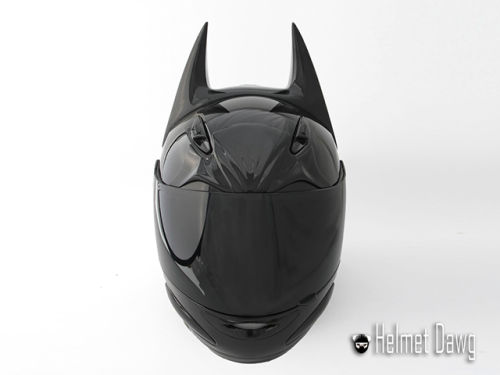 go-happy-asylum:  iheartbatman:  BATMAN THEMED MOTORCYCLE HELMET.    Wanttttttttt sooooooo baddddd