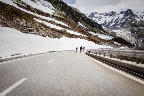 radsport:  (via paul calver / blog)  I need to grab a group of cyclists and head to colorado for some epic climbs and descents.