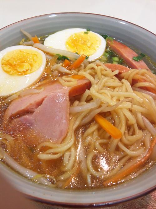 yudoku:   見るからにもっちもちの生麺です。混ぜ混ぜした感じがこちら。醤油っぽーい。