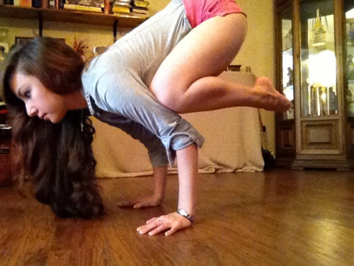healthy-anna:  Crow pose.