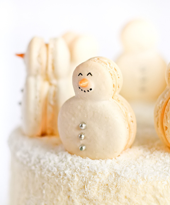 Christmas Red Velvet Snow Cake with Snowman Macarons (by raspberri cupcakes)