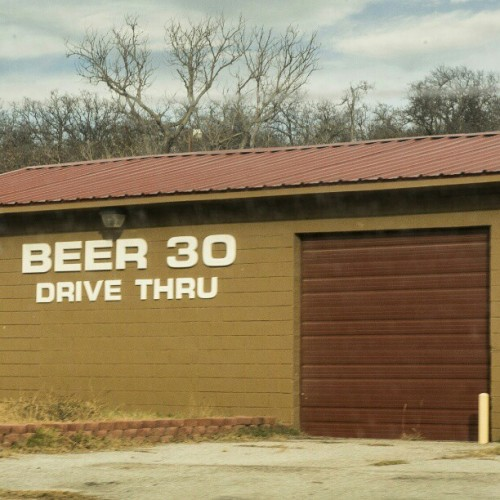 alejoalmanza:  Looks like I found my new favorite drive thru! #beer #rural #Texas #alcohol