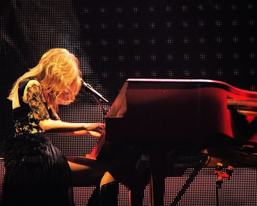 littlemcbadass:  Red Tour Lexington, Kentucky Taken by ourfavoritespotintown