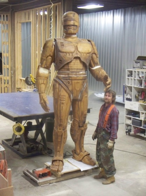 theshroudedhaze:  oh your god! the robocop statue is finally coming together to bring hope to citizens everywhere.   Who says Detroit can't do awesome stuff anymore.Now if only we had an Adam Jensen statue