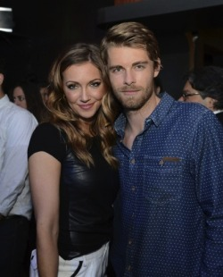 2013 CW UPFRONT PARTY - KATIE CASSIDY & LUKE MITCHELL (AUSSIES REPRESENT) 'I Am Starstruck' International Feature It's UPFRONTS season in Hollywood at the moment!  TV executives are prepping their flashy presentations for advertisers and the best part of these events is that the stars of the shows hit the red carpet themselves. The 2013 CW Upfront Party was held on Thursday at FINALE in New York City. At 'I Am Starstruck', we absolutely love supporting local Aussie talent so the fact that some of our own home grown hotties are making their mark in Hollywood is super exciting to the max! Former 'Home and Away' star and now 'The Tomorrow People' actor Luke Mitchell chilled out the bash with 'Arrow' star Katie Cassidy. Image Source: Just Jared