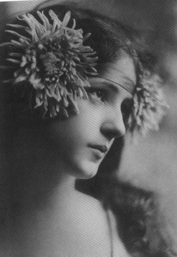 Evelyn Nesbit via Historical Ziegfeld