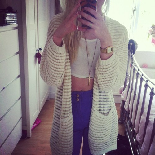 fabulouseverything:  LOVE HER OUTFIT