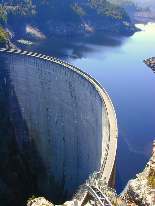 Strathgordon Dam (by micnical)