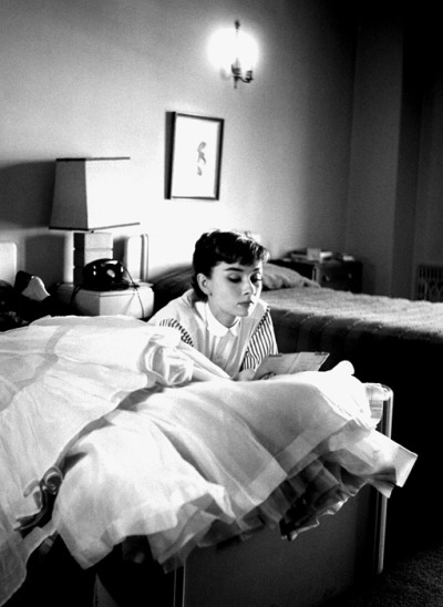 foxmouth:  Audrey Hepburn, in her Los Angeles hotel, on her first trip to Hollywood after filming 'Roman Holiday,' 1953  Bob Willoughby   http://trick66.tumblr.com/