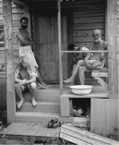 persuun:  Freud & Jung relaxing with freinds at a Turkish banya during a psychoanalysts' retreat , ca. 1907.