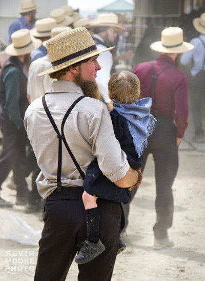 crabsandbeer:  Amish Father and Daughter on Flickr.