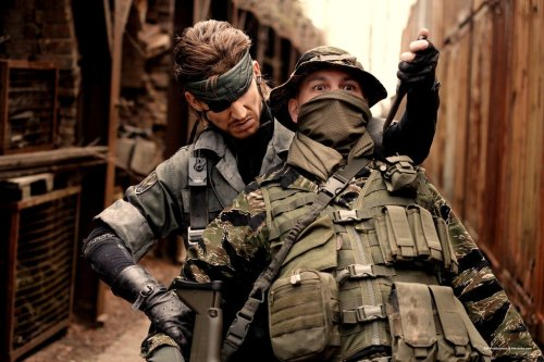 pxlbyte:  Solid Snake Cosplay I'm pretty sure Solid Snake is cosplaying as this guy… Article || Source || Related || Game