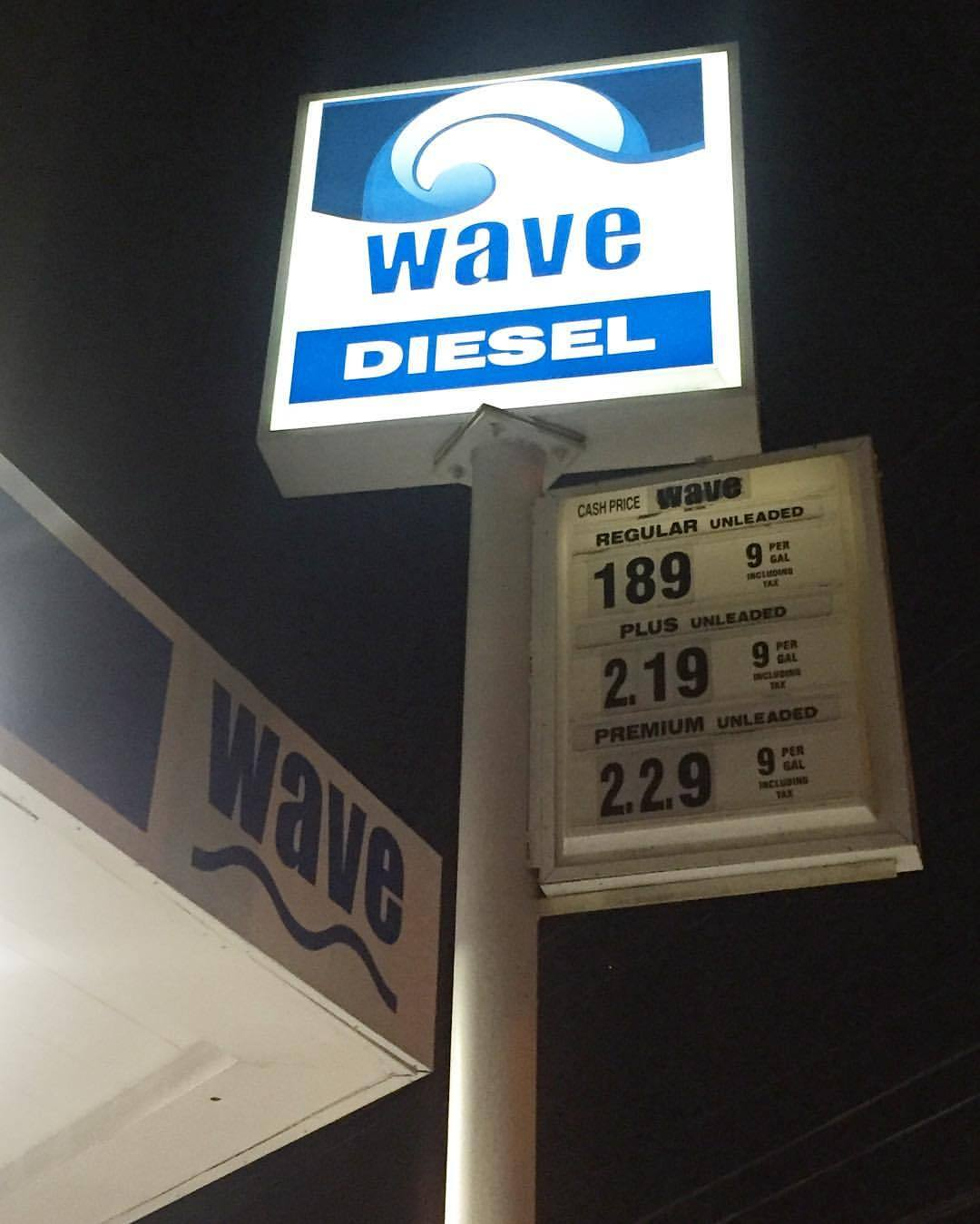 #WAVES x #DIESEL #NYFW this gas station in the BX is on it. 💯