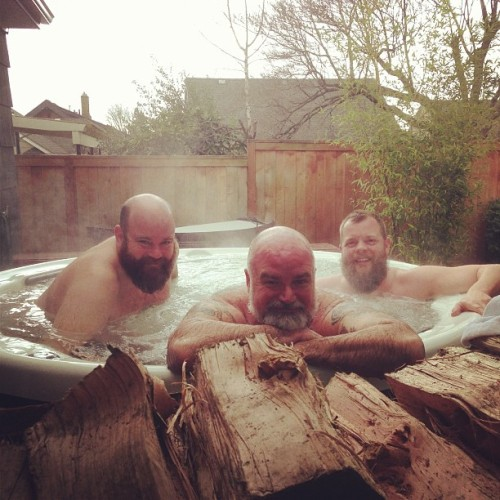 sepdxbear:  Why am I never invited to soak with some bears… :( bundlandia:  Jizz Party! @earthtopapa @guyandmark @stateoftheunicorn