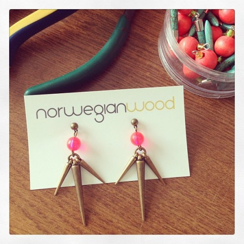 Brass spike and neon pink earrings…prepping a bunch for the Popup! They're already online for those of you not in Montreal :)