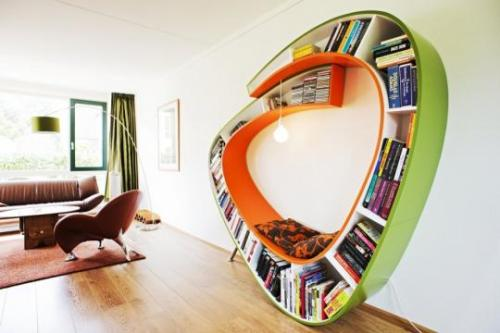 micasaessucasa:  (via Curved Bookcase by Atelier 010 - Bookworm | Captivatist)   coolness!!