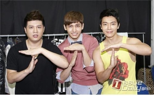 Changmin, Shindong & Donghae - SMTOWN Live: Tour in Singapore & Bangkok (Backstage Photos)
