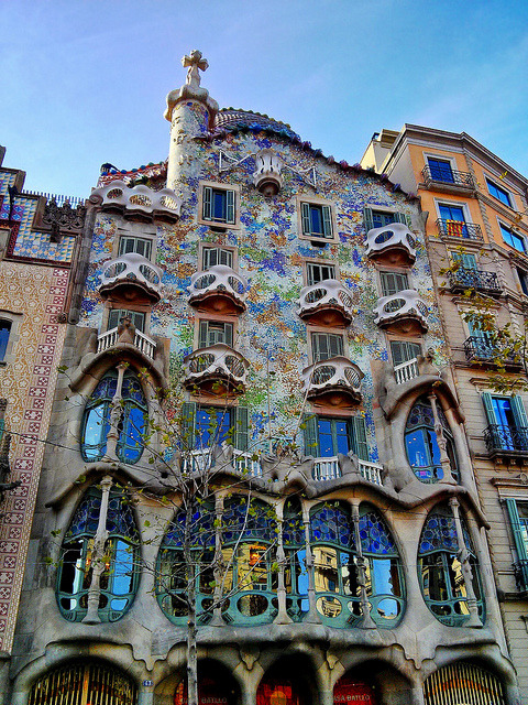 zarzor:  Casa Batlló - Gaudi by Paul J White on Flickr.