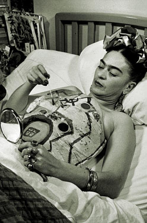 """""""Pensaron que yo era surrealista, pero no lo fui.Nunca pinté mis sueños, sólo pinté mi propia realidad"""".(""""They thought I was a Surrealist, but I was not.I never painted my dreams, just painted my own reality """") Frida Kahlo."""