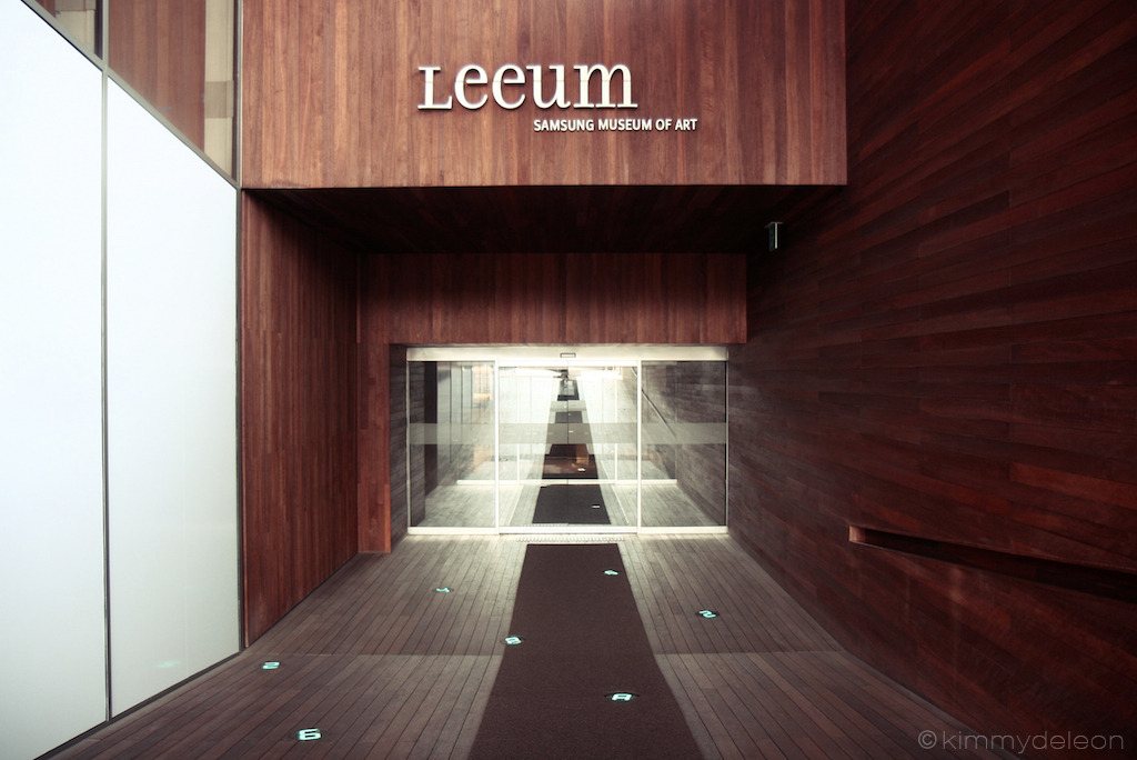 Entry | Leeum Samsung Museum, Seoul, South Korea The entry of the museum seems like a never ending glass door. The lit numbers on the floor feels like a countdown to your entrance.
