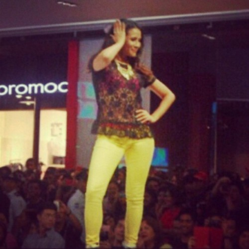 The @anakarylle pose! #BenchFashionShow