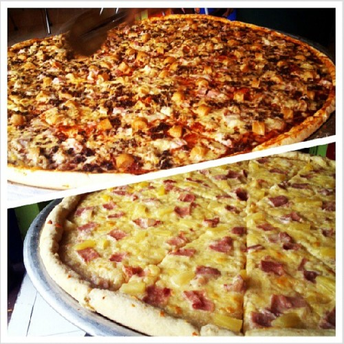 "Big 30 Pizza: 30"" Supreme All Meat Pizza & 20"" Hawaian Pizza. #hugelargebig #pizza #ManvsFood"