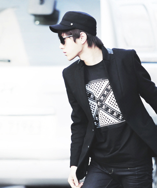 Kim Myungsoo ; always black …