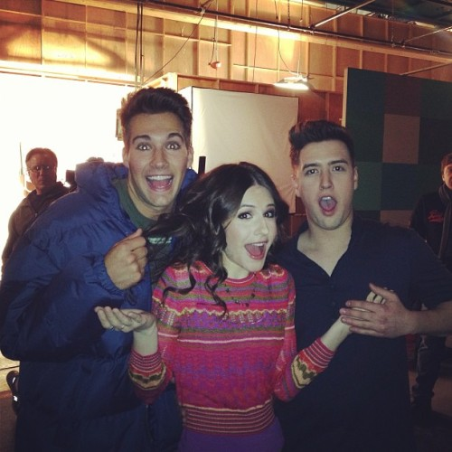 Early-morning boob grab. @JamesMaslow @1LoganHenderson