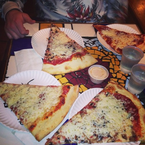 after concert goodness… fucking Cosmo's mannnn #slices #spicyranch #latenite buh byeeeee boulder i'll be back you fucking rock gracias to ma boo @forrestooo ❤❤👍👍👍🍕🍕🍕 (at Cosmo's Pizza)