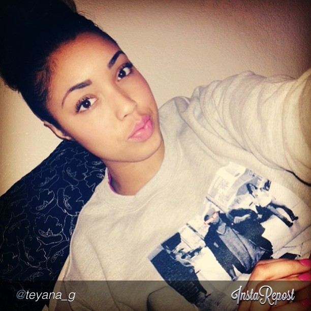 @teyana_g rocking the Ye Bish crewneck. #sneakerheads #igsneakercommunity #ffsalute #smyfh #todayskicks #kicks #kicksonfire #instakicks #kickstagram #kicks0l0gy #retropen23 #instaheat #chicksinkicks #fantaskicks #walklikeus #s7