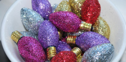 Check out DIY Vintage Glitter Bulbs by The Moody Fashionista on The Daily Quirk!  Image Credit: Moody Fashonista