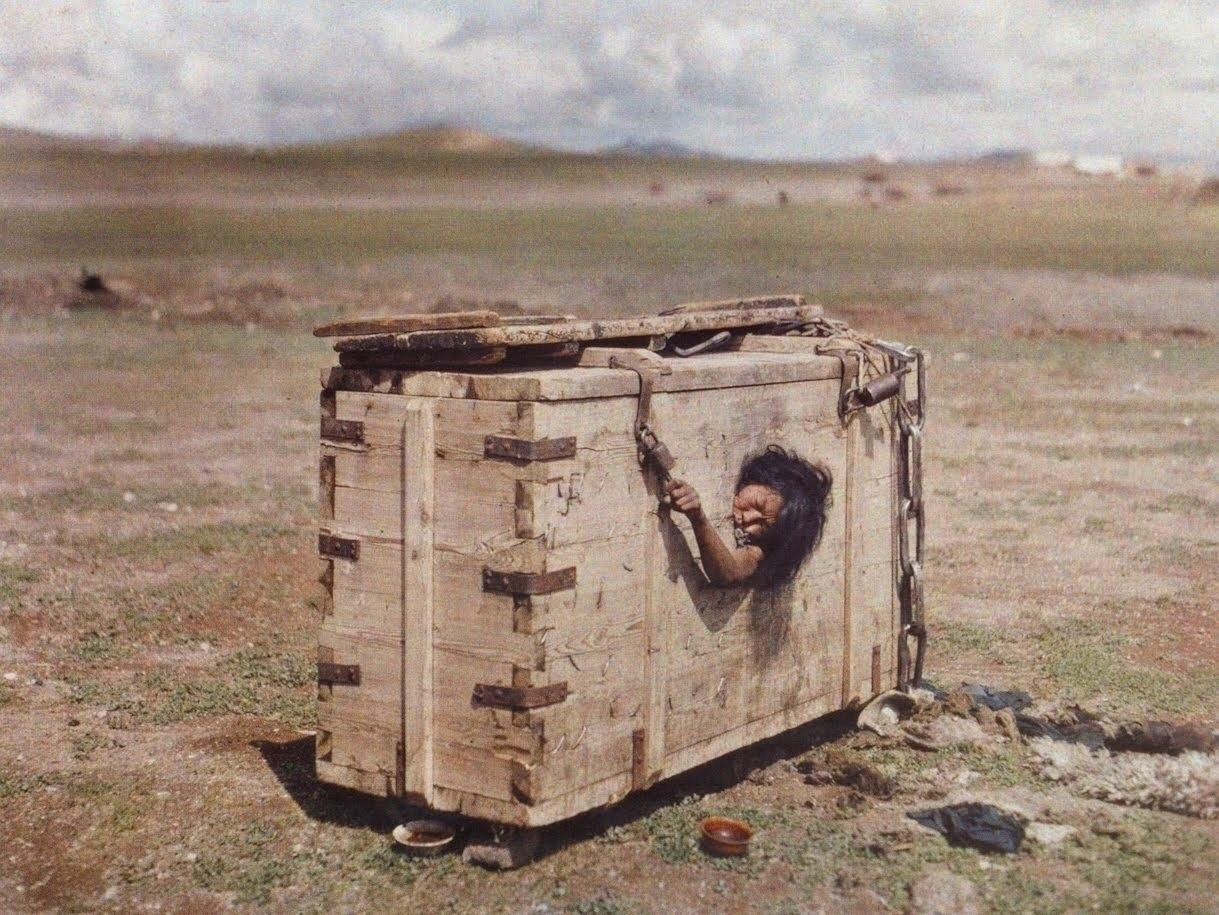 Mongolian woman condemned to die of starvation, 1913
