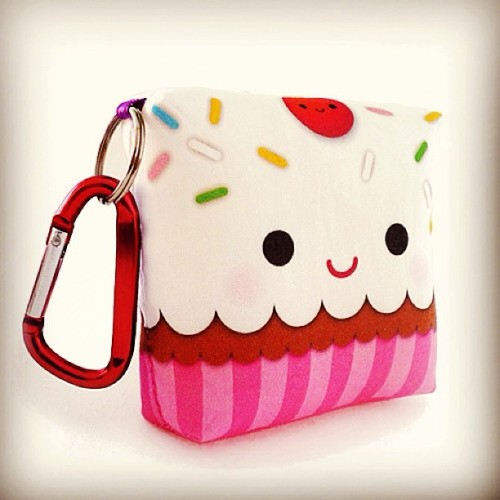Happy cupcake plush with keychain! http://www.shanalogic.com/happy-cupcake-plush-with-keychain.html #food #cupcake #happy #handmade #cute