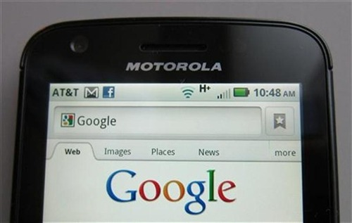 Google to license mobile patents in FTC antitrust settlement JUST IN: Google is agreeing to license certain patents to mobile phone rivals and stop a practice of including snippets from other websites in its search results, the U.S. Federal Trade Commission says.These moves are part of a settlement to end a 19-month investigation into the search leader's business practices, the AP reports. U.S. antitrust regulators say they have found no evidence to claims that Google unfairly favors its own services in search results.Photo: A Motorola phone displays the Google search page. (Brendan Mcdermid / Reuters)