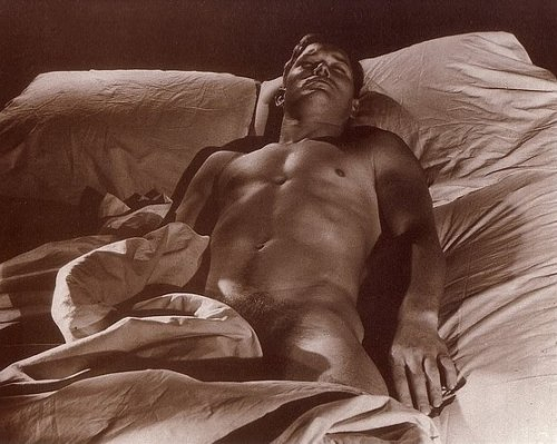 climbing-down-bokor:  Bill Harris, 1945 by George Platt Lynes