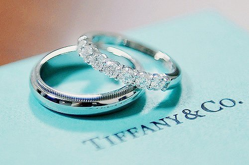 vintagestilettobrides:  So we all know there is something about Tiffany's that makes every girl melt a little… how beautiful is this wedding set? Simple, elegant and timeless. For more ring inspiration, check out vsb!