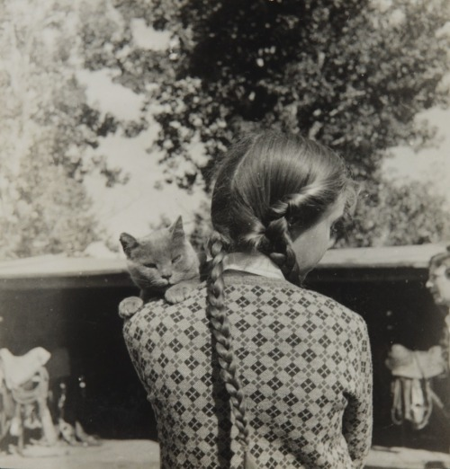 2000-lightyearsfromhome:  Elizabeth Bishop with her cat, Minnow, 1938 Louise Crane