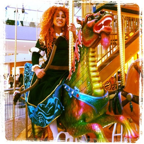 We got to ride the carousel for free. Aaw yeaah #merida #meridacosplay #disney #disneycosplay #brave #pixar #michaelpauls  #elkaydeethreads