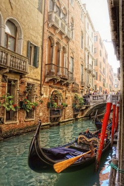 bluepueblo:  Gondola, Venice, Italy photo via kim