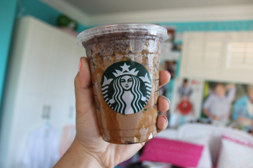 cuntgradulation:  preachw1fi:  snickers frappuccino omfg  WHAT I DIDNT KNOW THAT EXISTED