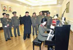 kimjongunlookingatthings:  looking at a pianist