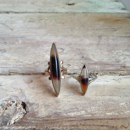demimondejewelry:  1920's Art Deco gold and agate pinky rings.